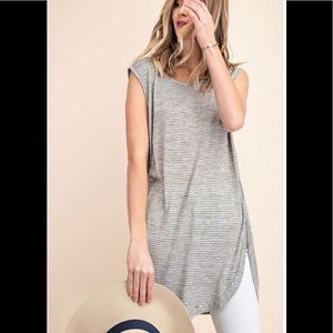 NEW in stock  kori Round hemline tee